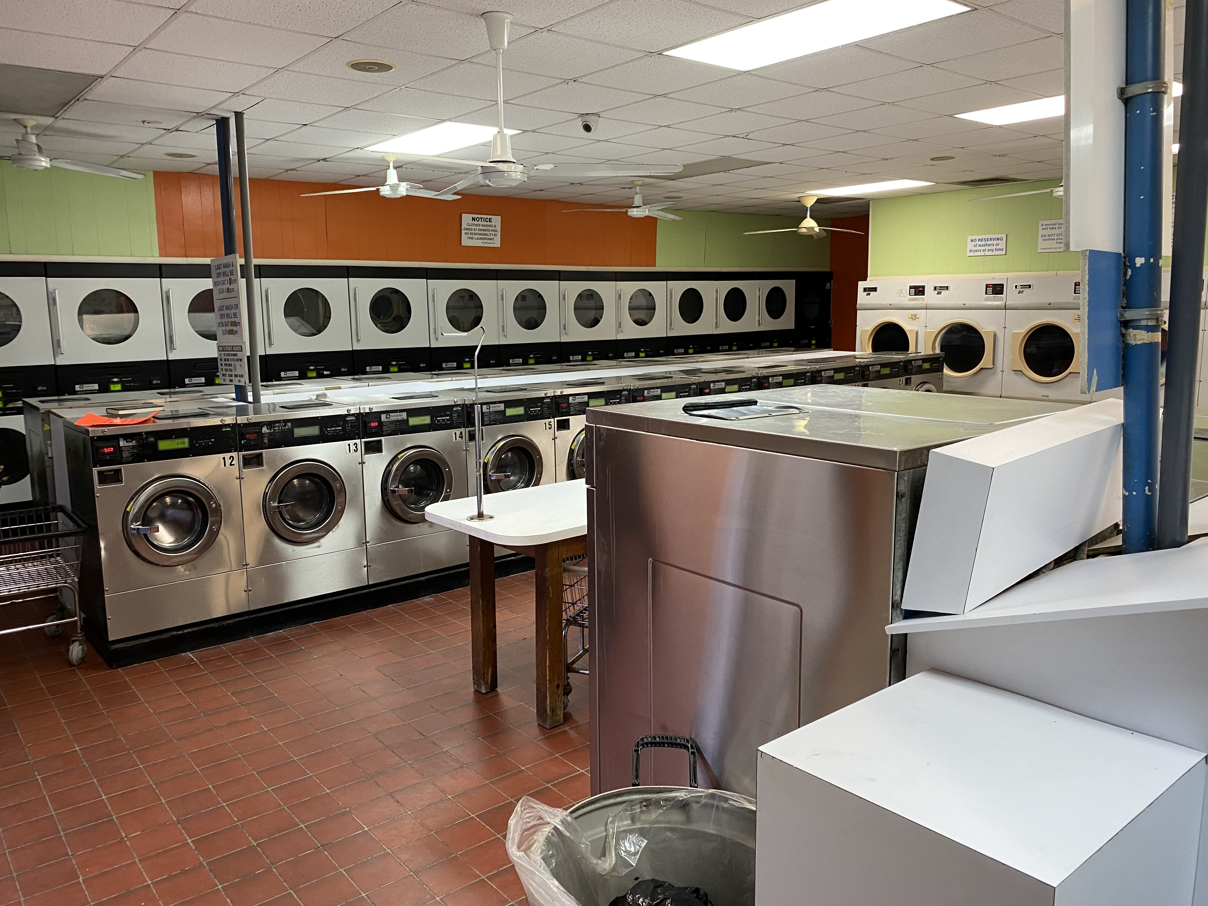 Quickie Lickie Laundromat